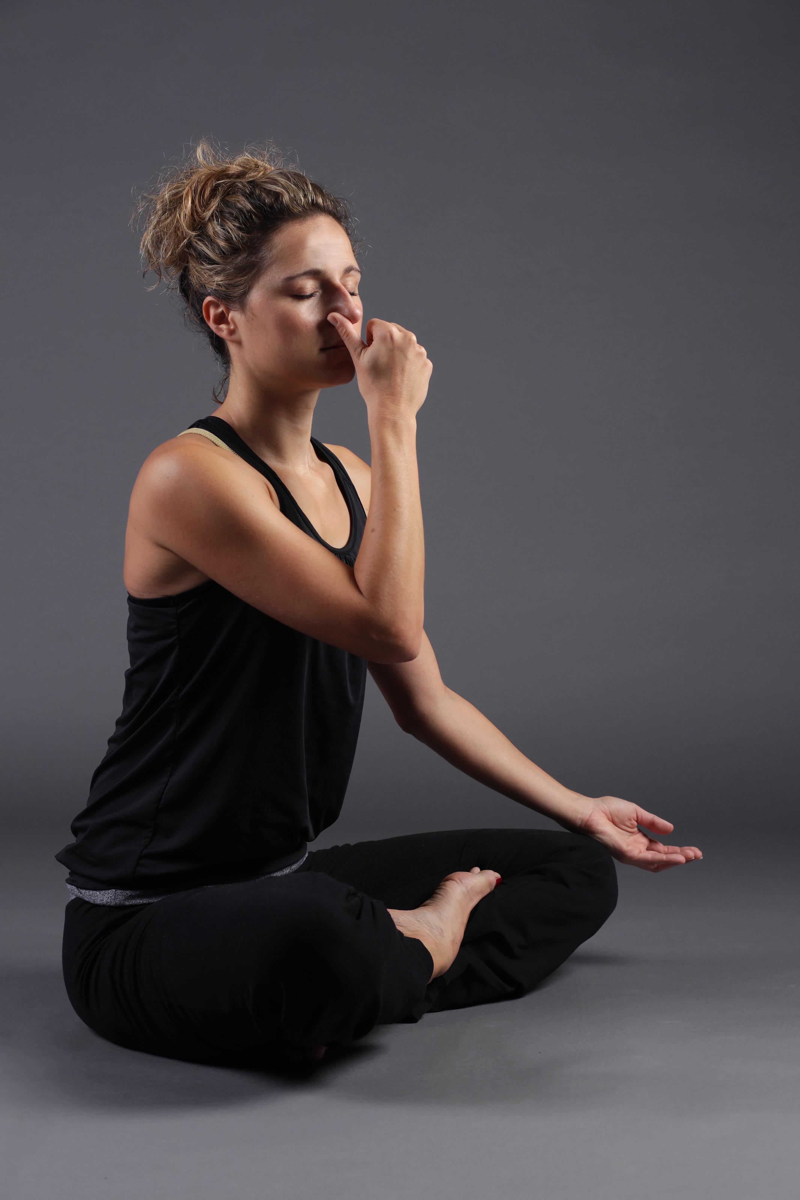 Zagreb, 150914. Prof. kineziologije Mirjana Sostaric iz Medical Yoga Centra prikazala je 10 vjezbi za pravilno disanje, istezanje i opustanje. Na fotografiji: Uvodna fotografija yoga disanje. Foto: Berislava Picek / CROPIX